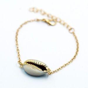 NEW 18k gold plated cowrie seashell bracelet 🐚